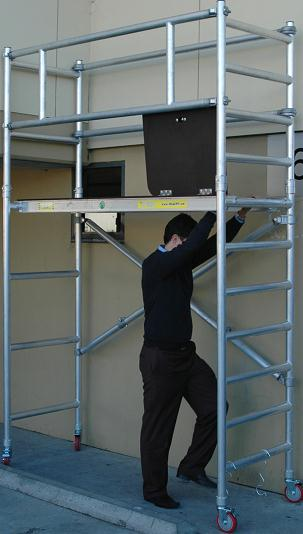 Skymaster Telescopic Ladder